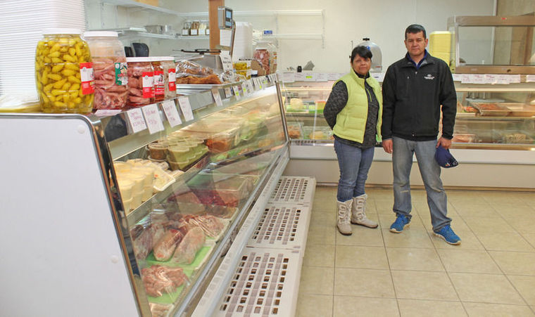 Grocer wins business with fresh goods, friendly service